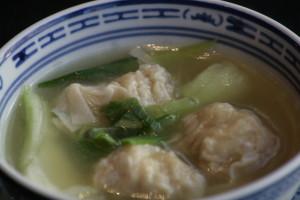 A1 Wan Ton Thong Pasteitjes gevuld met varkensvlees in een heldere kippenbouillon.