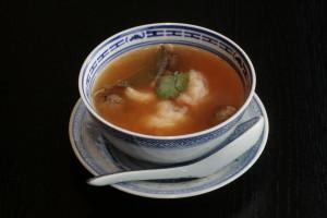 A4 Tom Yam Kung Pikante Thaise garnalensoep met champignons en limoenbladeren