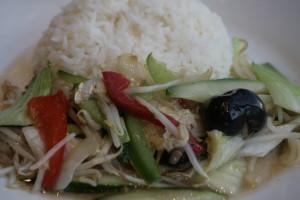 K4 Chap Choy Gemengde seizoensgroenten in oestersaus met witte rijst, gebakken rijst, bami of bihun naar keuze,